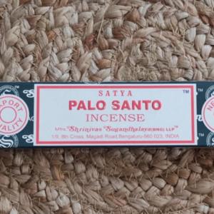 Palo santo encens purification des pierres bracelets bijoux et minéraux