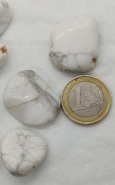 pierre roulée naturelle d'Howlite blanche
