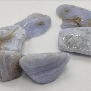 pierre roulée calcédoine bleue